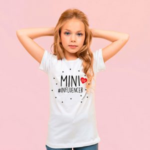 camiseta blanca mini influencer nina. Tete rouge